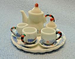 10 PC DOLLHOUSE MINIATURE ROUND BLUE AND WHITE TEA SET PLATE