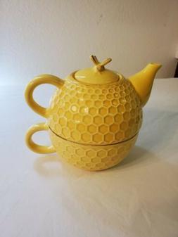 Bumblebee Tea for one teapot set. Honeycomb pattern