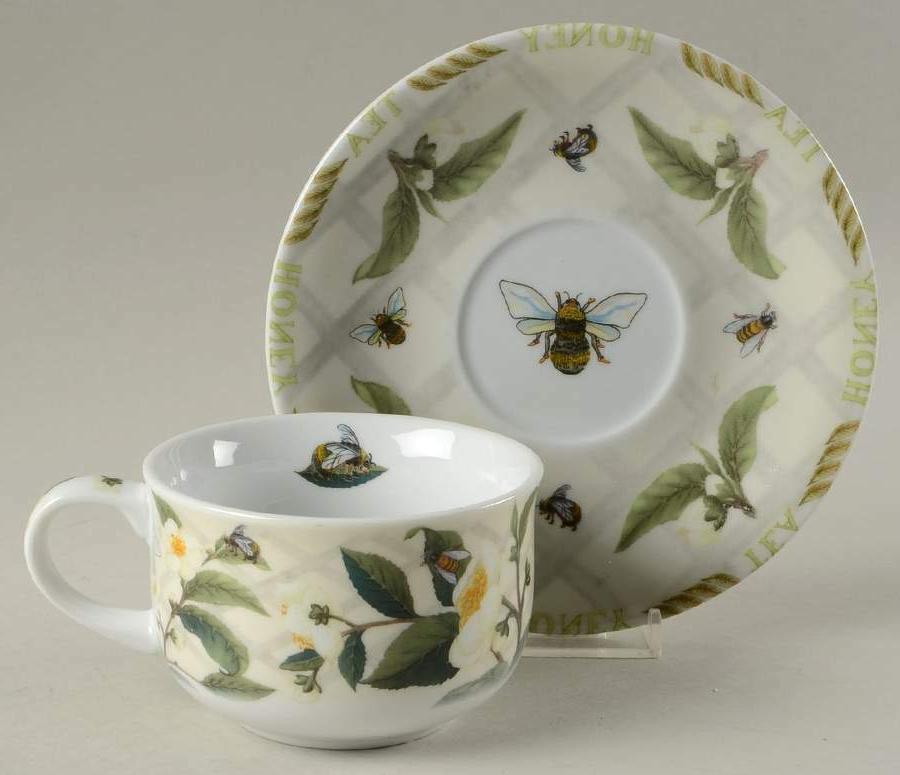 2 flat cups and 2 saucer set