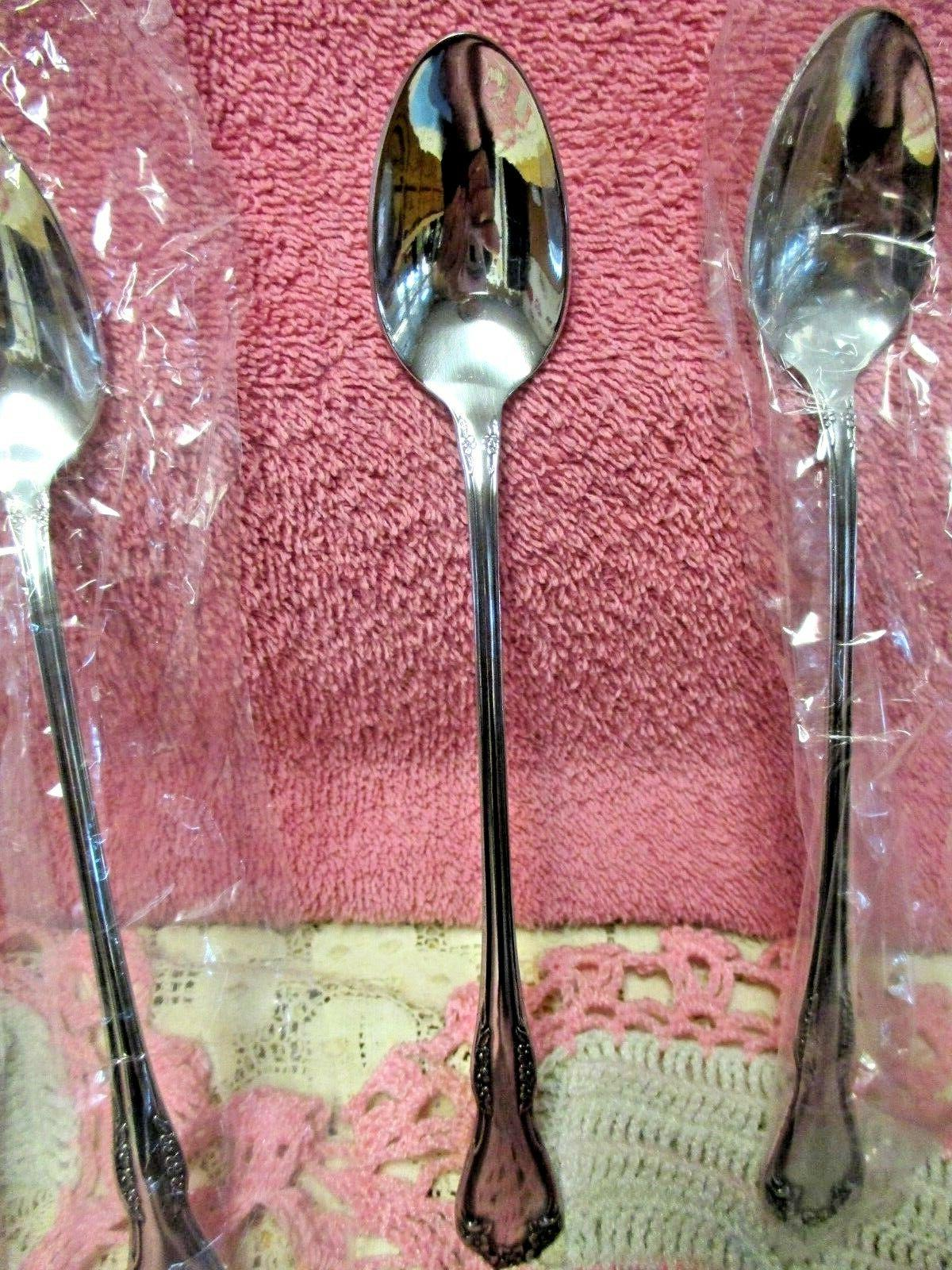 Oneida Tea Flatware Set