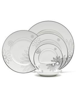 Martha Stewart with Wedgwood Modern Daisy Salad Plate