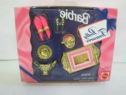 New Vintage 1995 Barbie Doll PRETTY TREASURES GOLD SERVING F