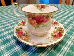 Royal Albert Old Country Roses Tea Cup & Saucer Set - 1962 E